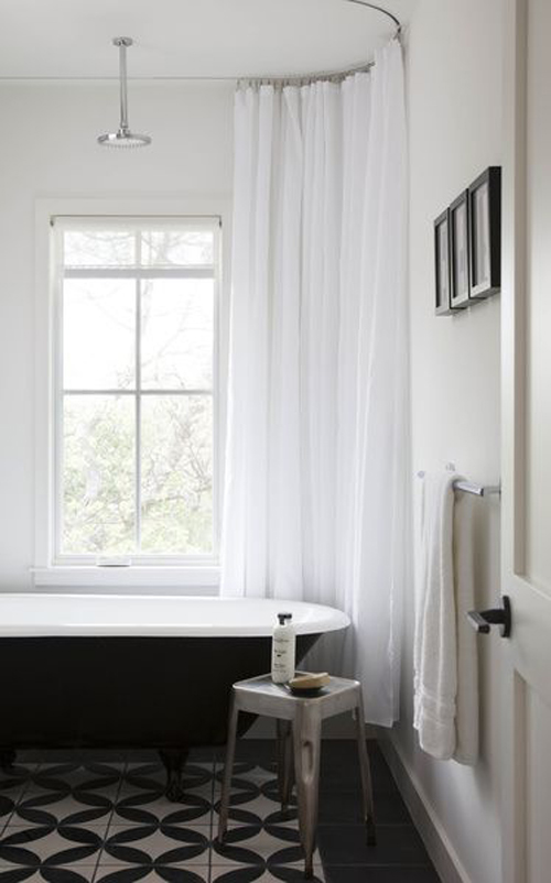 Douchegordijn in de badkamer