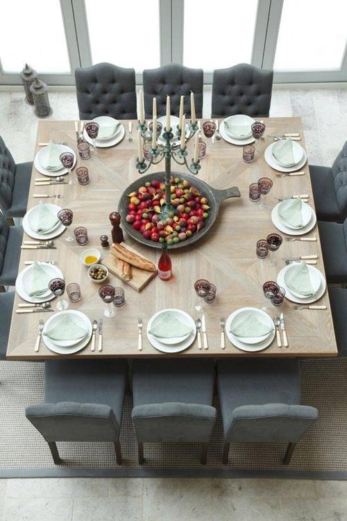 Een grote eettafel