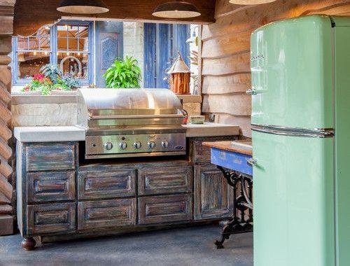 Retro koelkast in de keuken