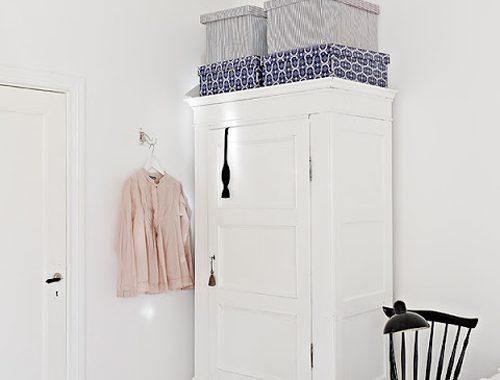 Zweedse witte slaapkamer