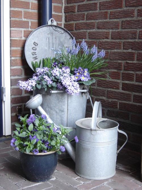 Alternatief voor bloempotten in de tuin