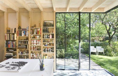 Atelier in de tuin van kunstenaar