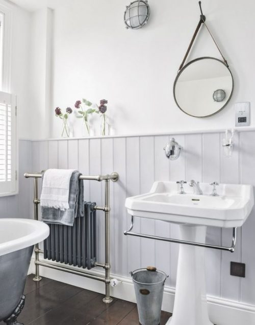 Badkamer met een designradiator