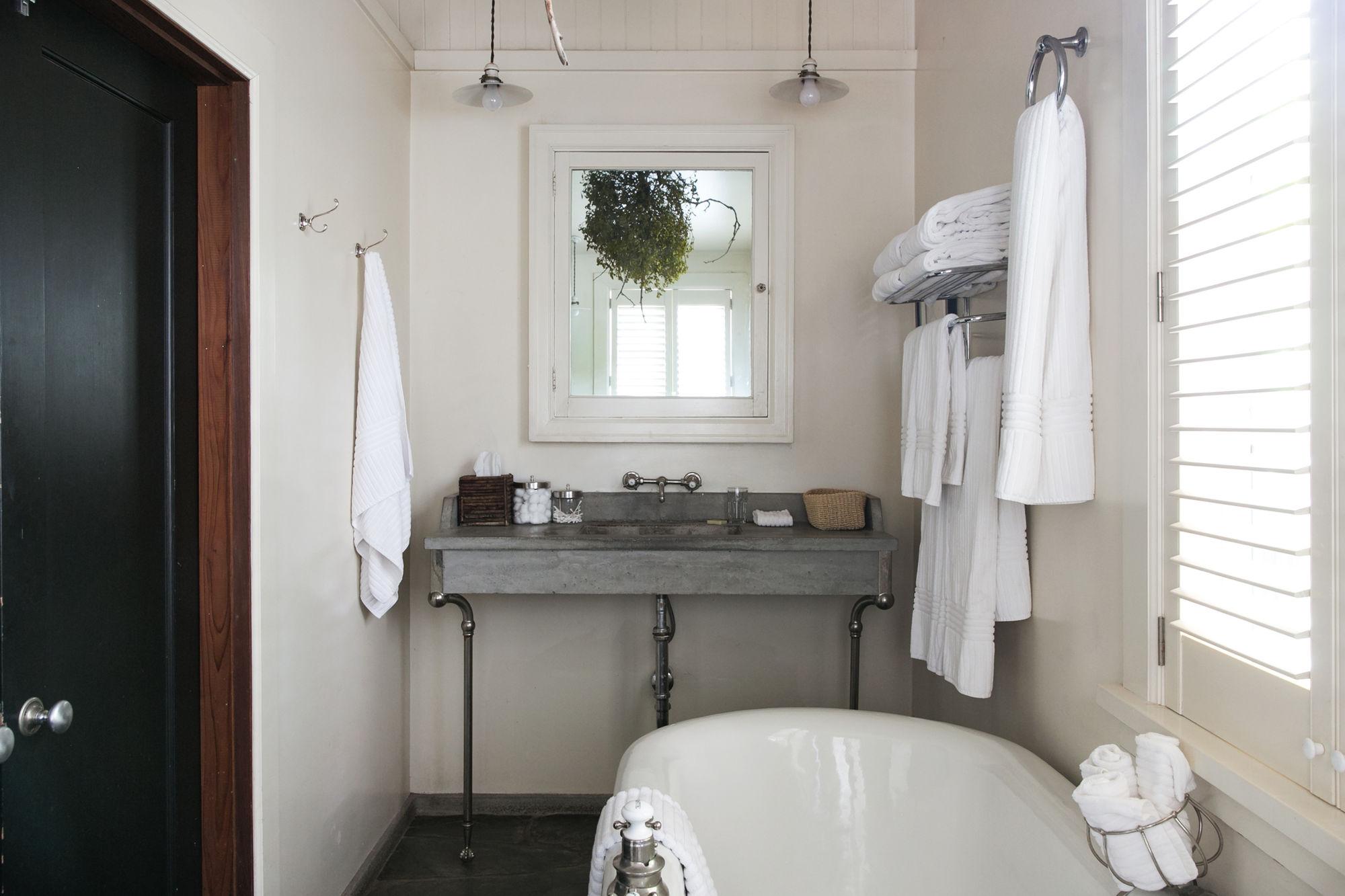 badkamer opbergen tips handdoekenrek wand