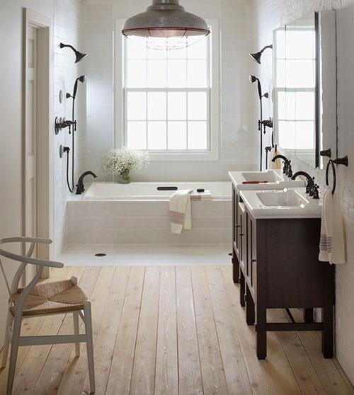 Badkamers voorbeelden dubbele douchekop in bad