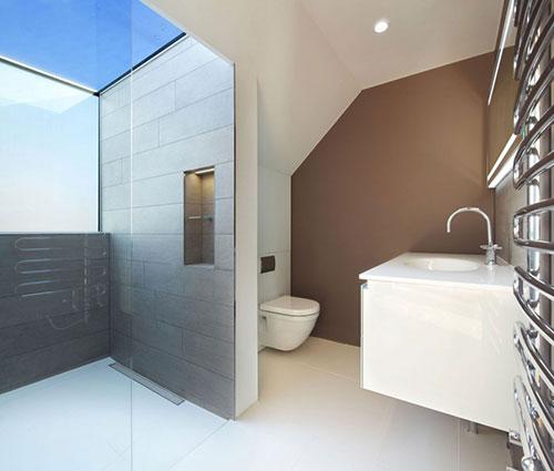 badkamers voorbeelden inloopdouche onder dakraam