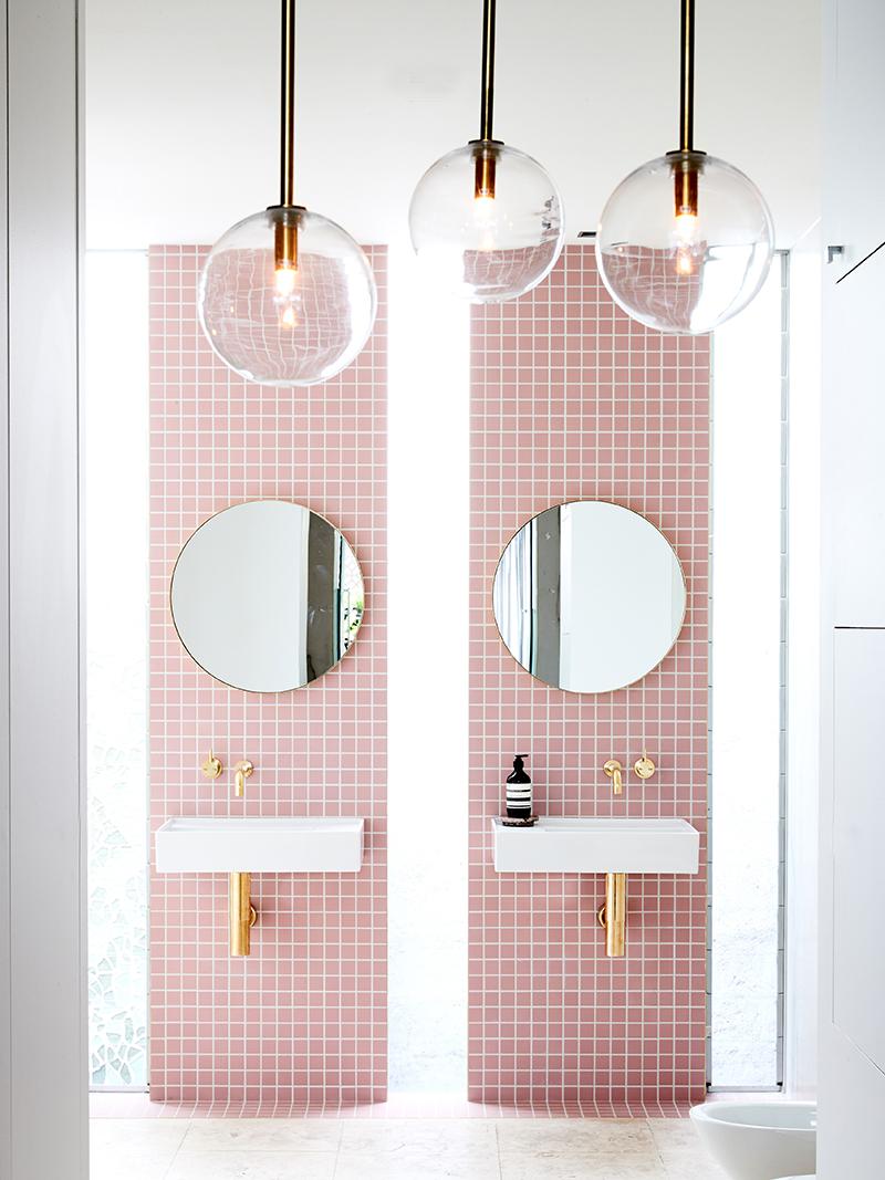 Badkamers voorbeelden dubbele wastafel zwevend