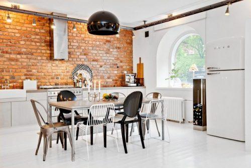 Bakstenen muur als keukenwand