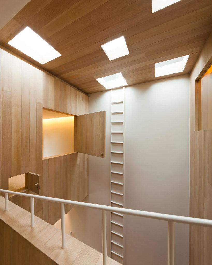 bear house houten wandbekleding plafond