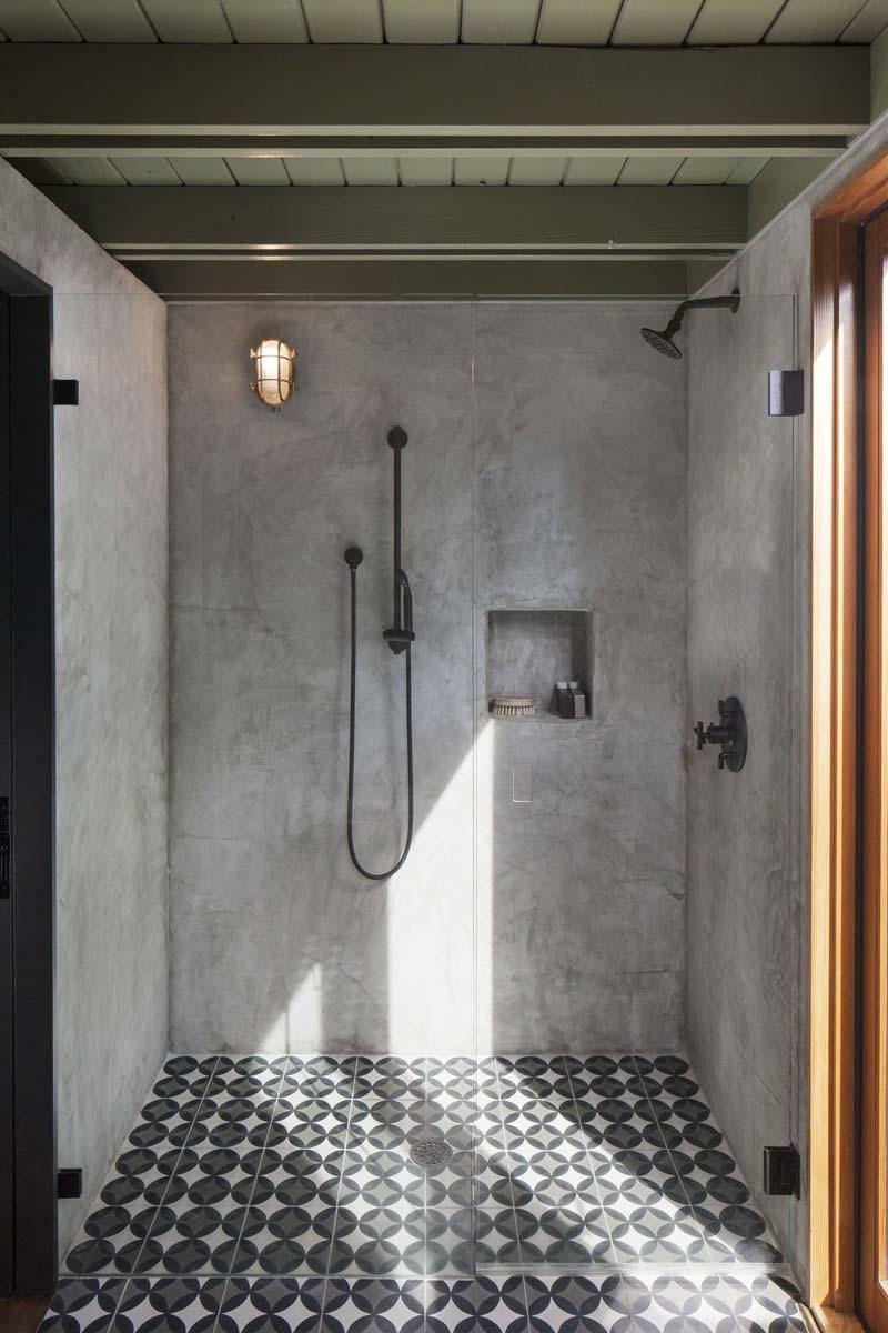 betonstuc douche badkamer