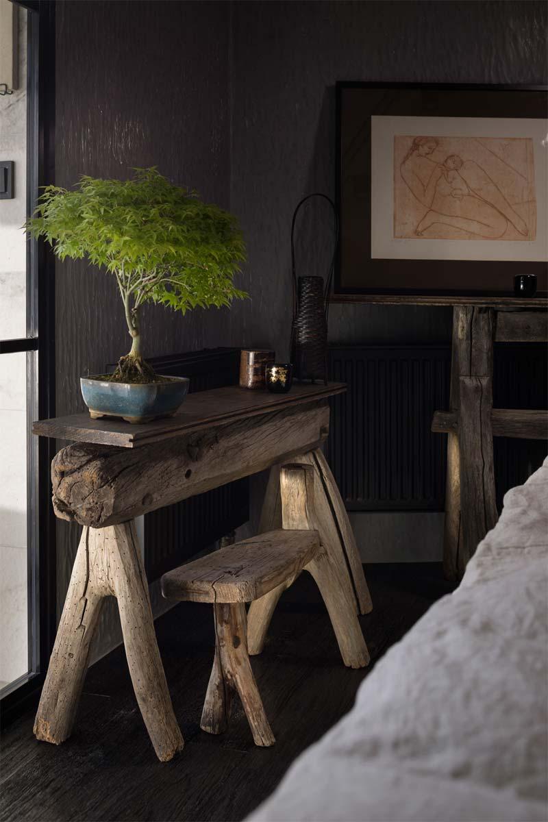 bonsai boom op bankje slaapkamer