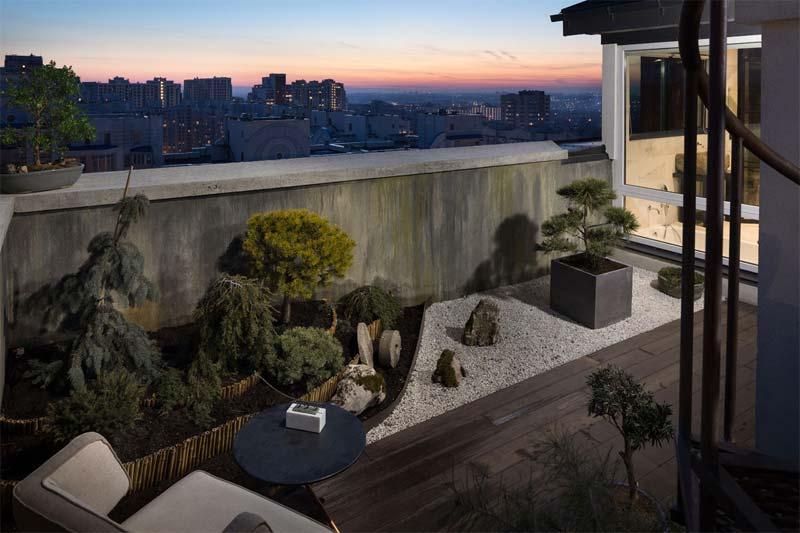bonsai boom op balkon