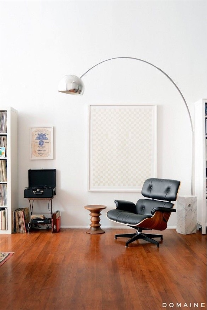 booglamp boven eames lounge chair