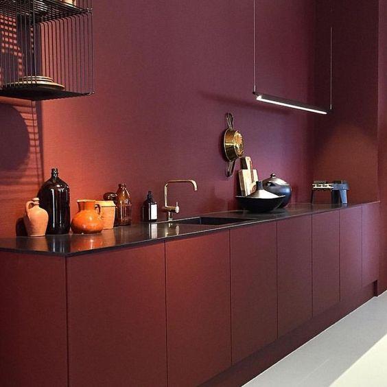 Bordeauxrode keuken