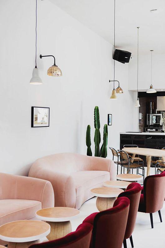 Bordeauxrode stoelen