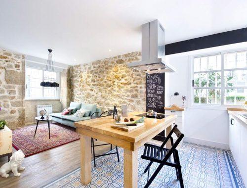 Compacte woonkamer met Spaanse invloeden