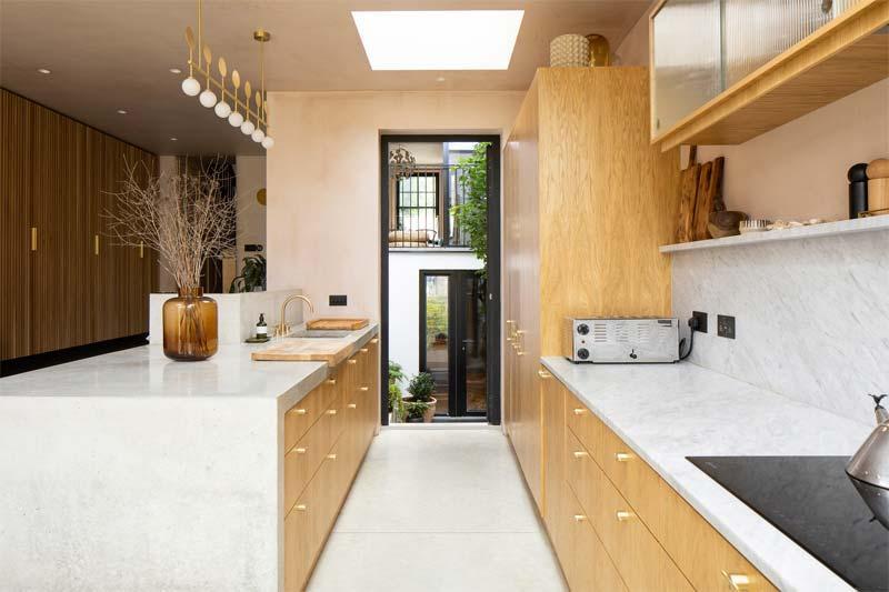 dakraam keuken houten keukenkasten
