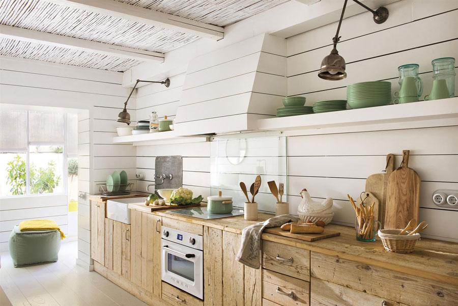 De landelijke houten keuken van Bianca