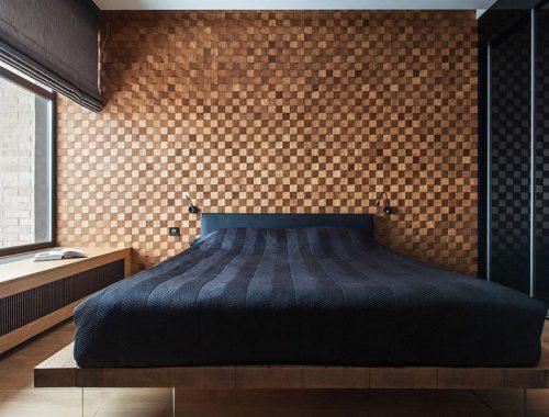 Deze mooie slaapkamer heeft super stoere houten muur gekregen!