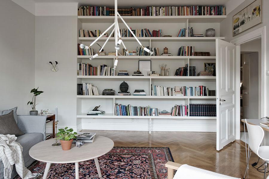 Woonkamer Met Boekenkast : Deze woonkamer heeft een super mooie boekenkast wand! huis
