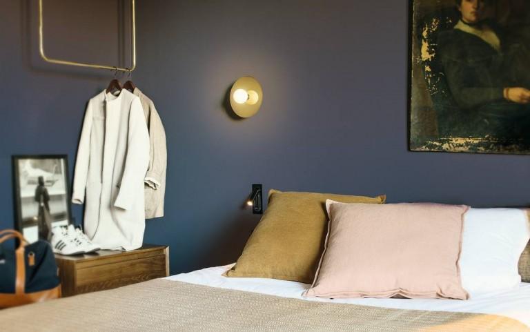 diepblauwe-muur-slaapkamer