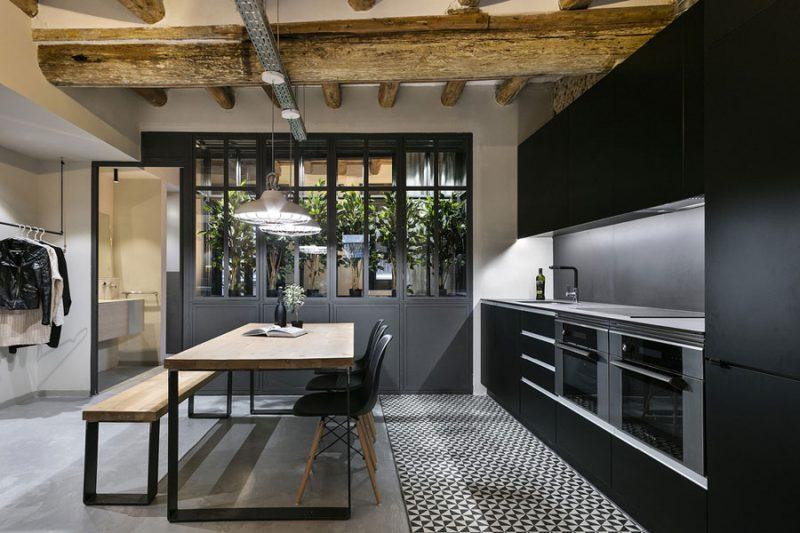 Dit karakteristieke appartement uit Barcelona is omgetoverd tot een stoere New Yorkse loft