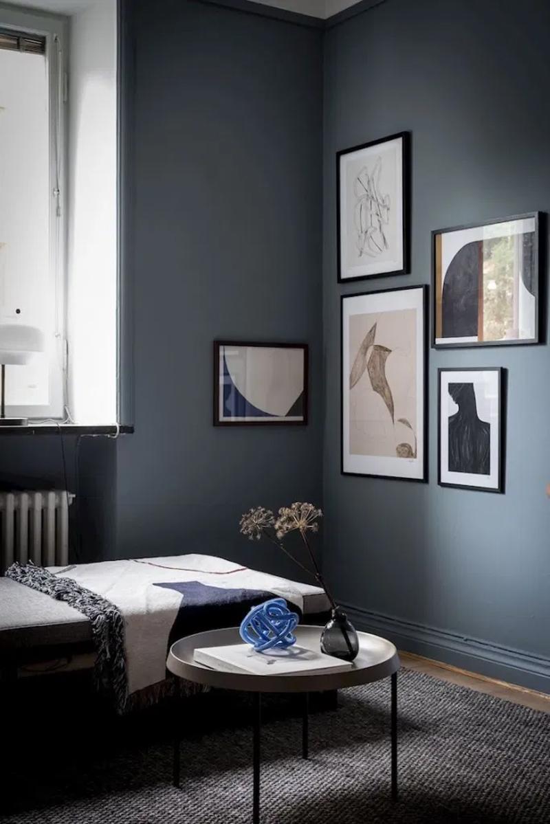 donkerblauw interieur woonkamer muren