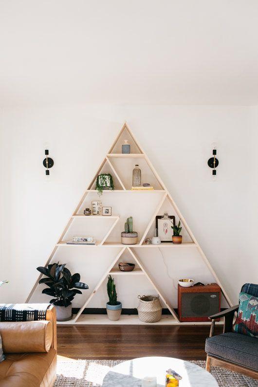 Driehoekige houten kast