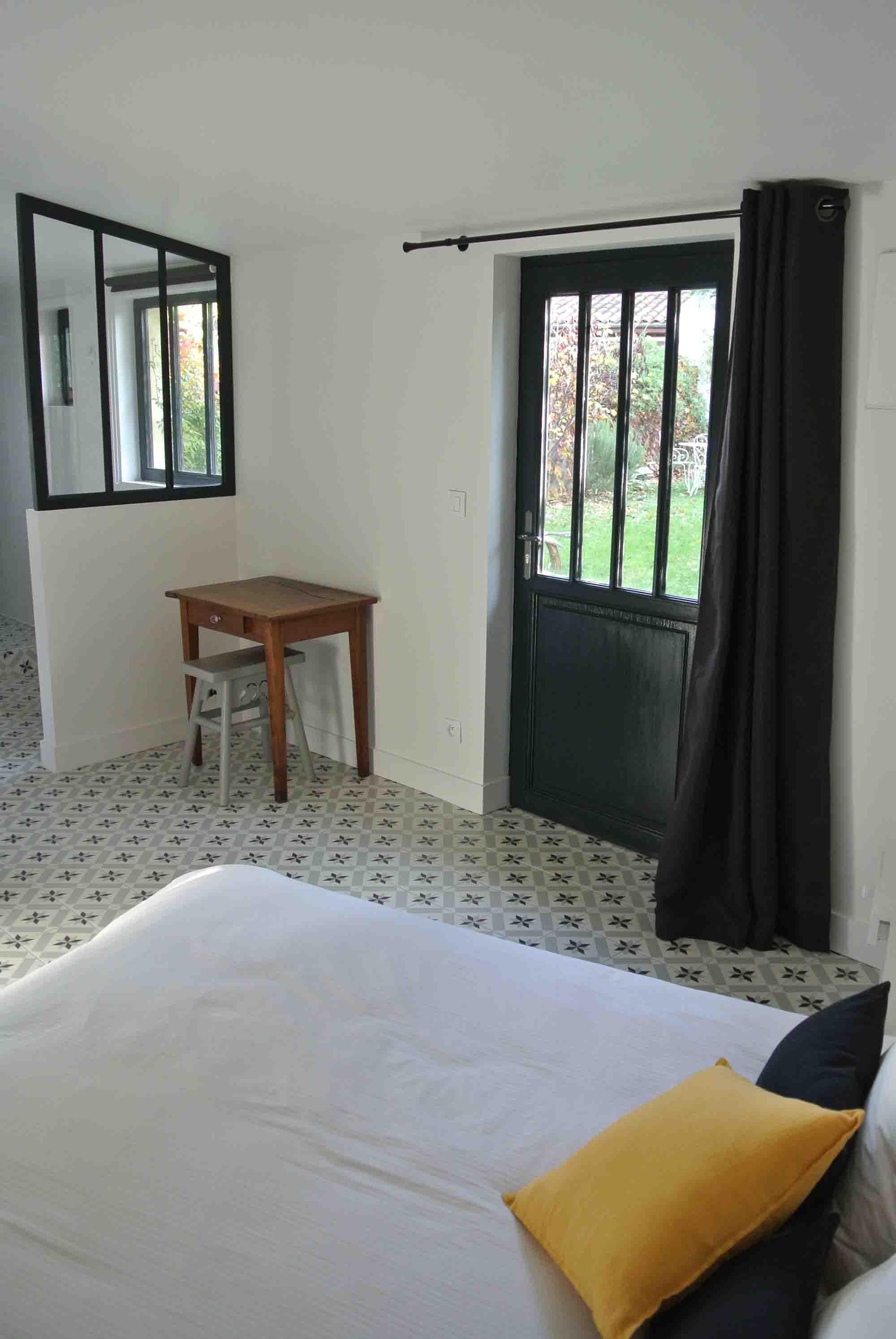 Driehoekige slaapkamer met badkamer en suite