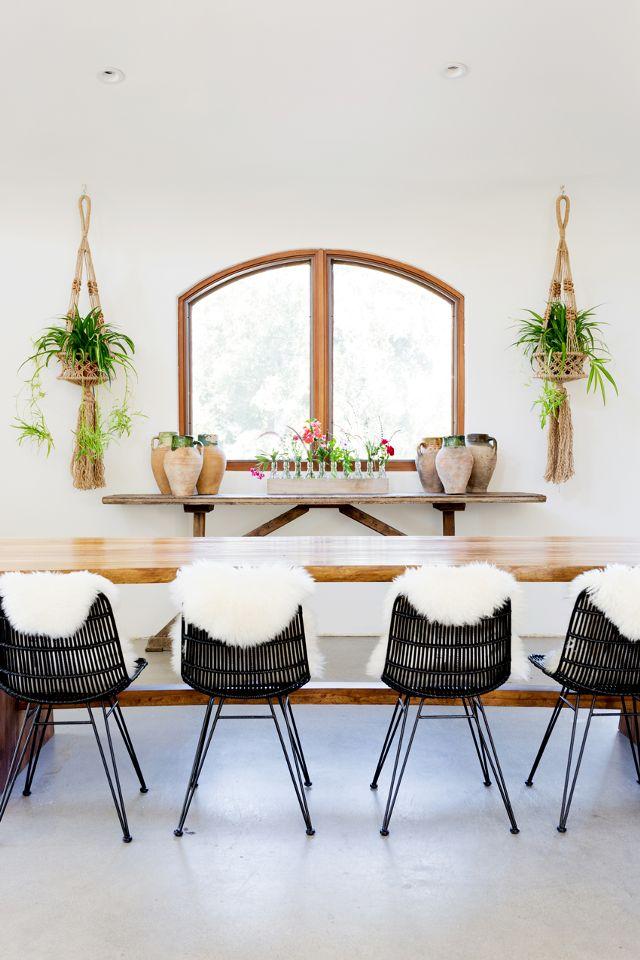 Droomkeuken met mintgroene keukenkasten, eiland en apparatuurwand