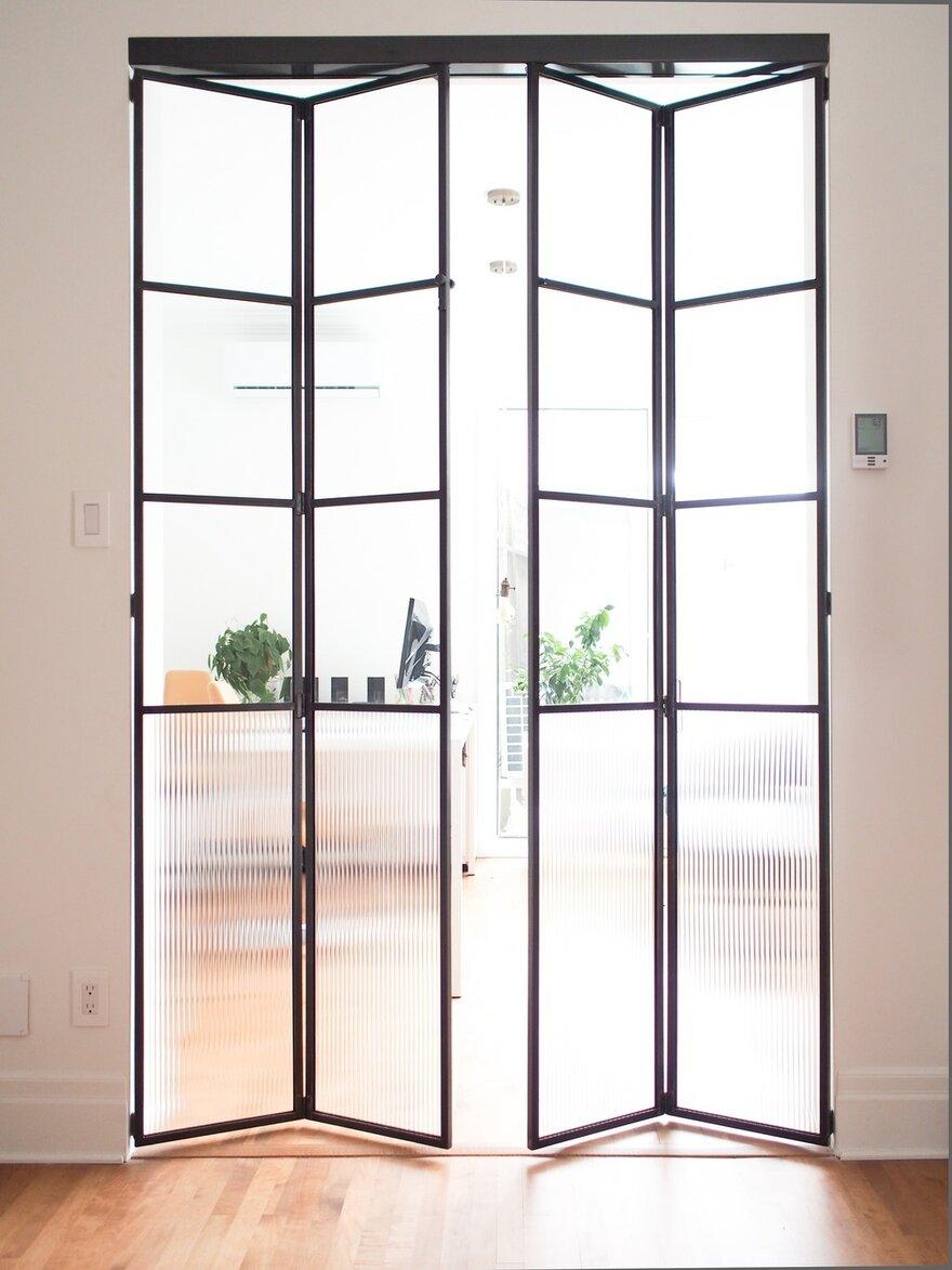 Dubbele zwarte stalen taatsdeuren met glas
