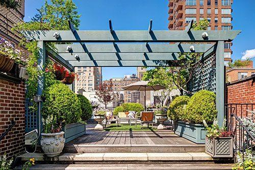 Exotische terrastuin van appartement