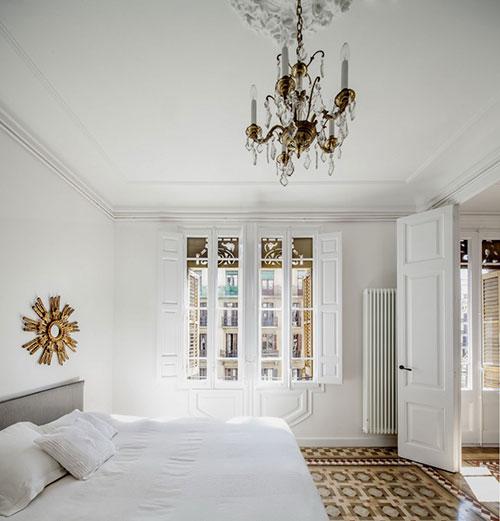 Exotische witte woonkamer met Marokkaanse tegels