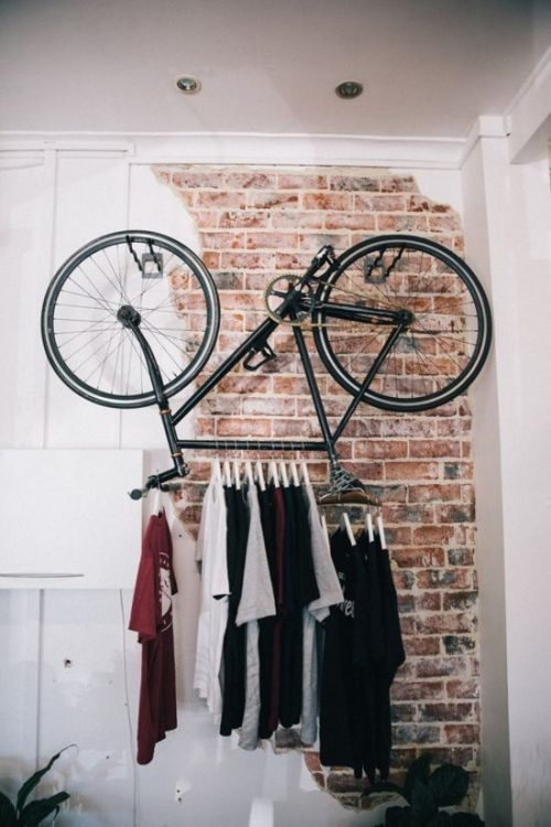 fiets muur kledingrek