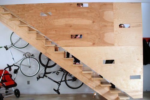 Fiets onder de trap ophangen