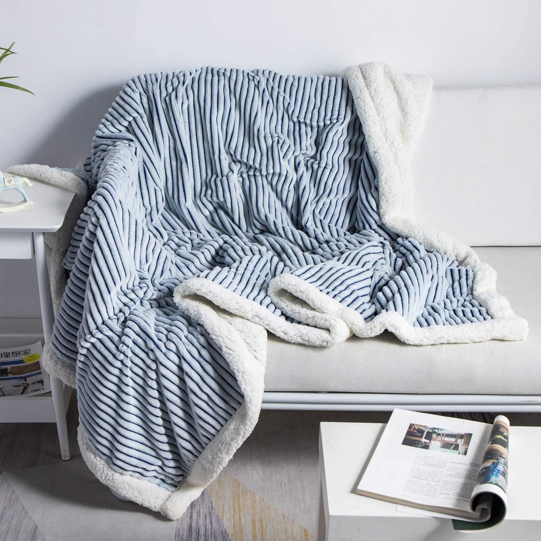fleece deken over bank