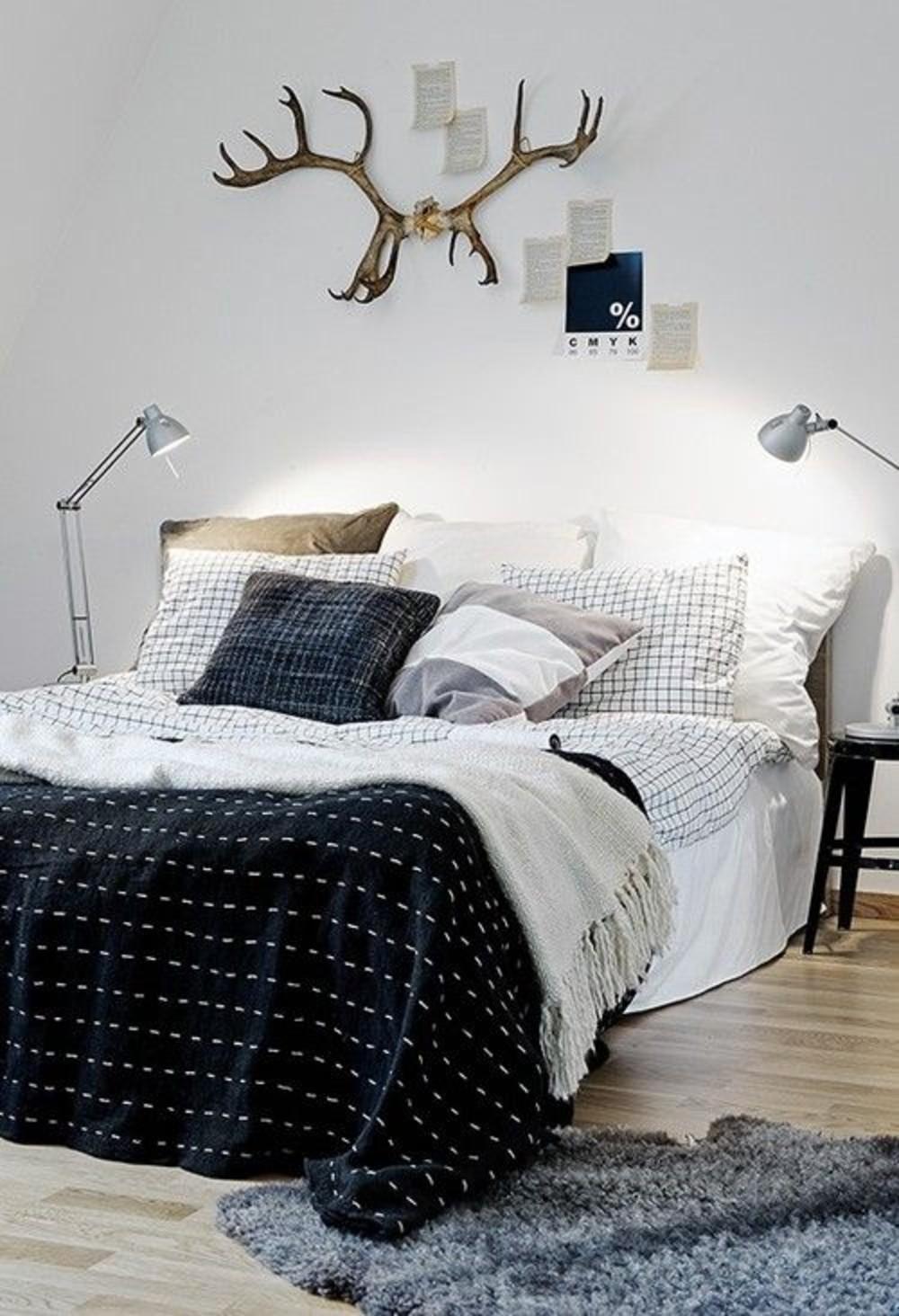 gewei-boven-bed-slaapkamer