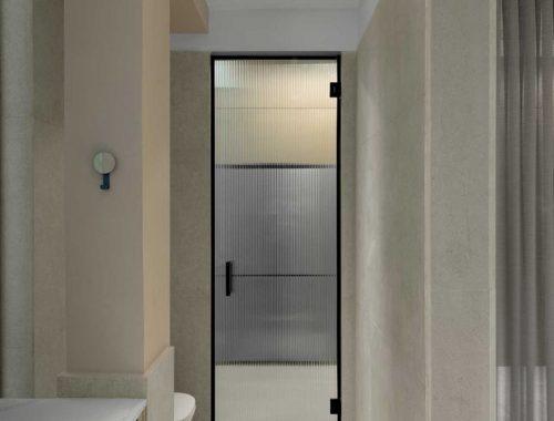 glazen deur smalle badkamer