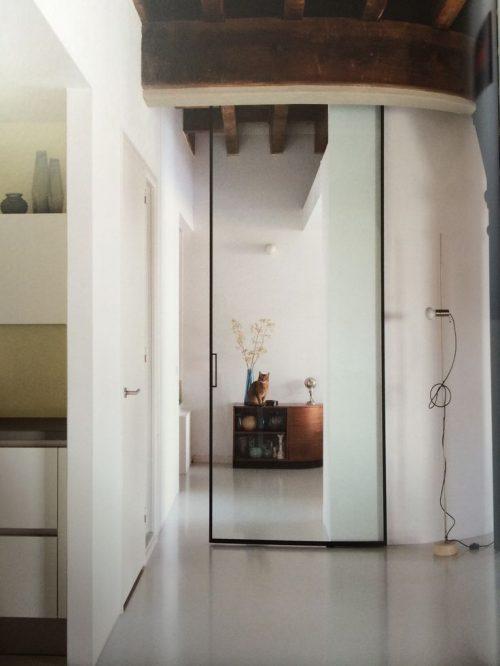 Glazen deur in huis