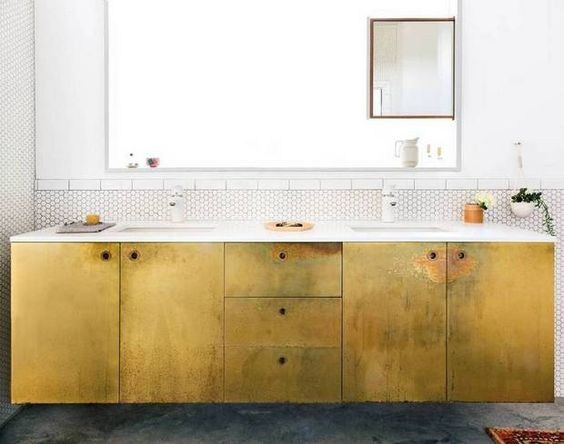 Gouden badkamermeubel