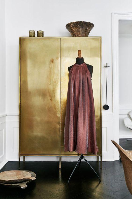 Gouden kledingkast