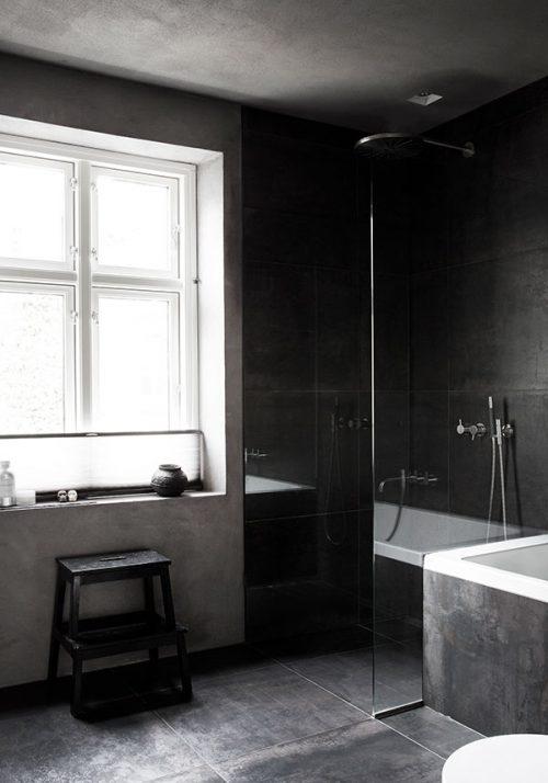 Grijze badkamer met een rustiek tintje