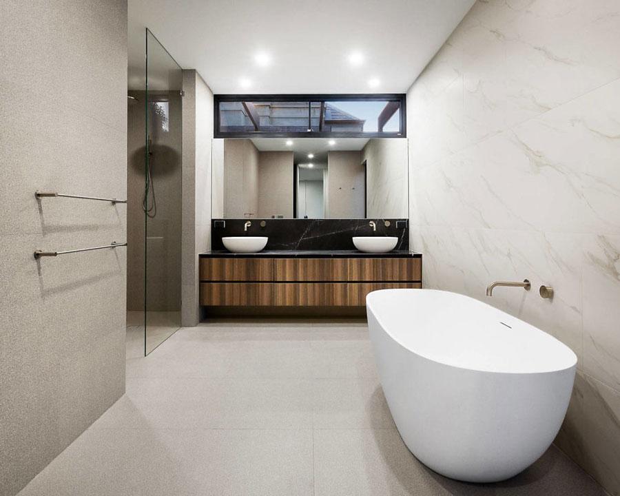 grote badkamers voorbeelden vrijstaand bad