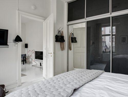grote-witte-slaapkamer-grote-inbouwkledingkast