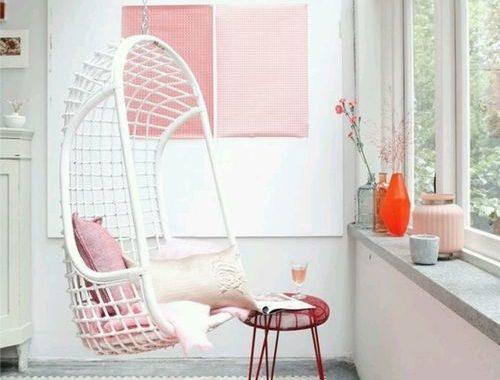 Hangstoel in huis