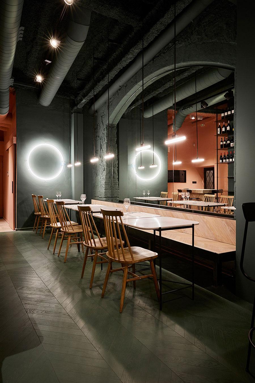 Het mooie interieur van wijnbar Orvay in Barcelona