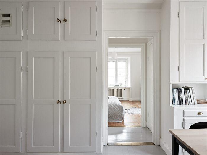 Hier zijn de moderne keukenkasten gecombineerd met de karakteristieke vaste kasten!