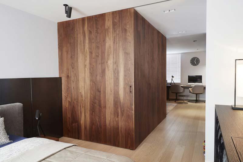 houten blok slaapkamer inloopkast