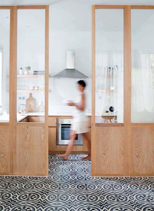 Houten keuken met Marokkaanse tegels