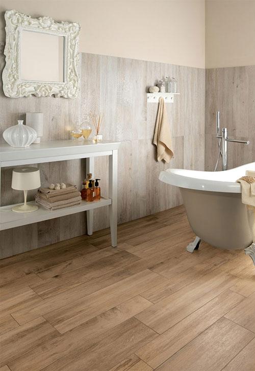 Houten vloer in badkamer